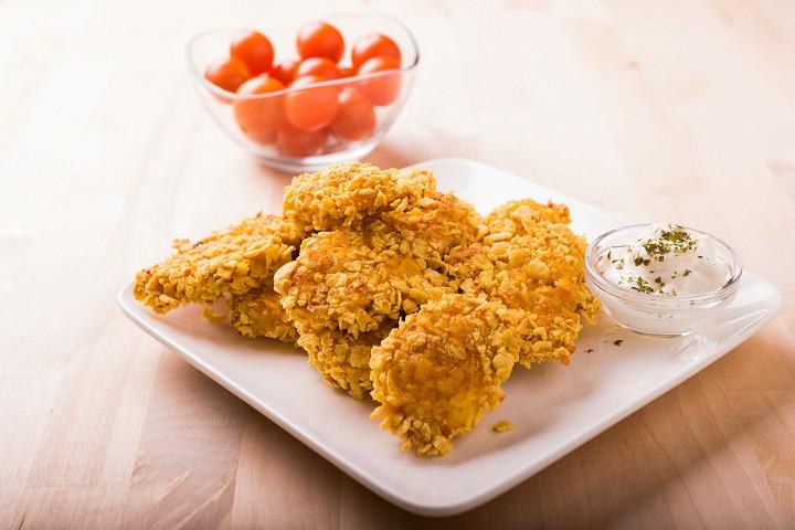 Křupavé kuřecí stripsy s česnekovým dipem
